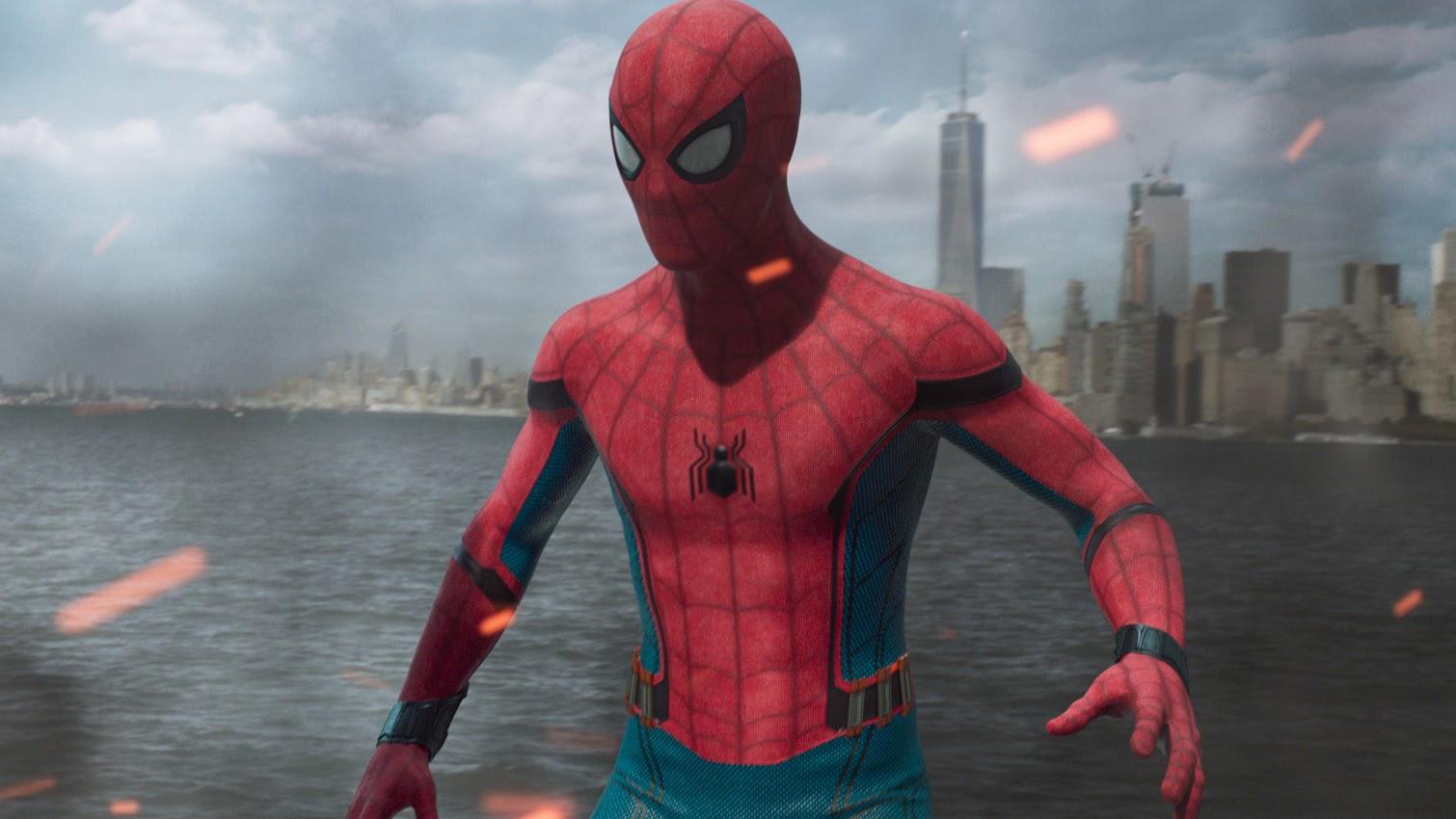 New Stealth Suit from Spider-Man Far From Home:トム・ホランド主演の「スパイダーマン」シリーズの第2弾「ファー・フロム・ホーム」が、少年ヒーローが身につける黒ずくめの新しいコスチュームを初公開 ! !