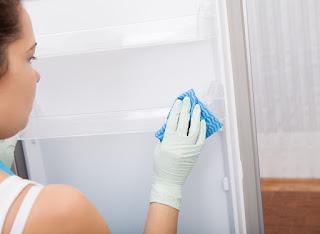 lau chùi, vệ sinh tủ lạnh mới mua