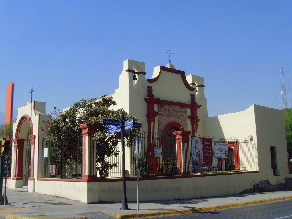 Ancho De Calle >> Monterrey, México: Capilla de los Dulces Nombres