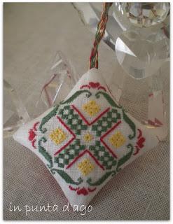http://silviainpuntadago.blogspot.com/2010/10/schema-gift-of-stitching-novembre-2009.html