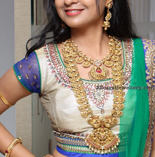 Model Prith in Nakshi Long Chain