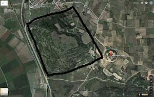 Τεχνητή κατασκευή πολύ μεγάλων διαστάσεων 300 x 300 μέτρα (!) δίπλα από τον Τύμβο Καστά στην Αμφίπολη! Του δρ. Αθ. Στάβερη-Πολυκαλά