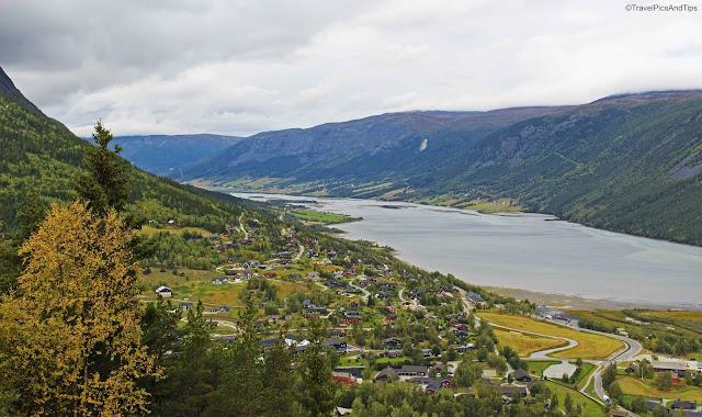 Point de vue sur village de Lom, Norvège du sud