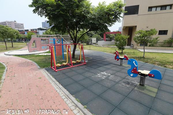 台中西屯|惠民公園|紅色消防車磨石子溜滑梯|沙坑|特色公園|親子景點|12感官遊具