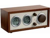Castiga un aparat radio din lemn, cu aspect clasic