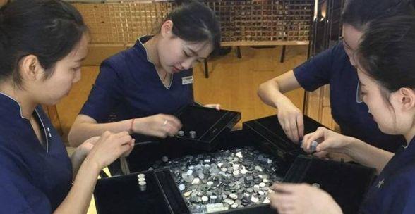 Kisah Romantis Pria China Melamar Kekasih Dengan Membawa Koin 150 Kg KeToko Perhiasan