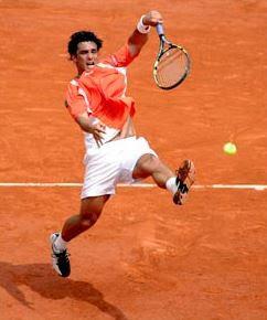 Foto del tenista Mariano Puerta jugando tenis