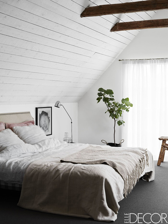 2 alike bedrooms with exposed roof beams my paradissi - Elle decor bedrooms ...