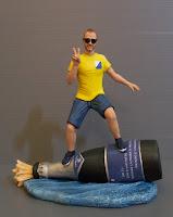 statuine divertenti idea regalo fidanzato caricatura surf vino orme magiche
