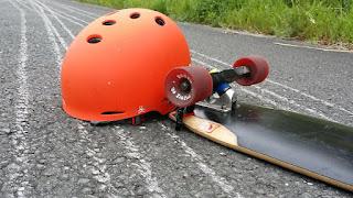 スピード出すなら必ずヘルメット! 付け心地ベスト トリプルエイト ゴッサムヘルメット