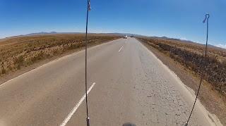 Grandes retas no alto dos Andes.
