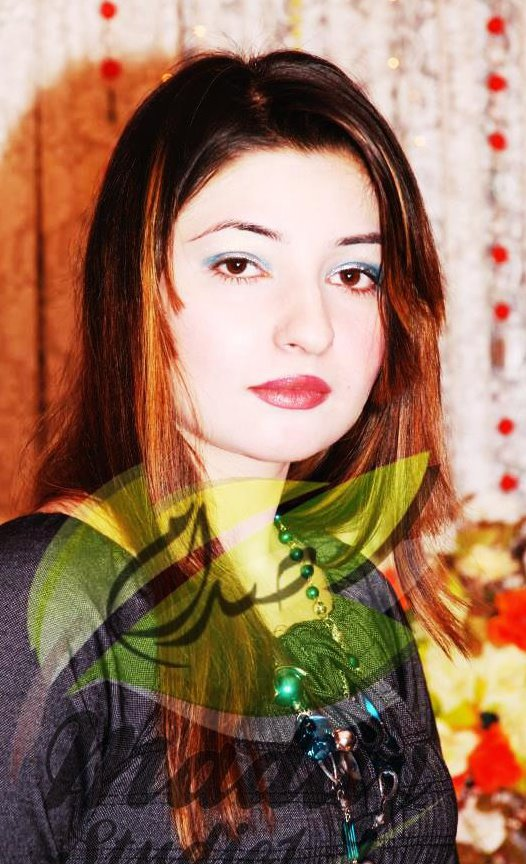 Beautiful Pashto singer Gul Panra