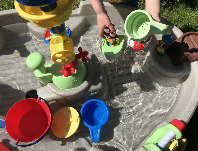 Pirate water table with accessories