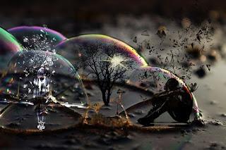pessoa presa numa bolha de sabão