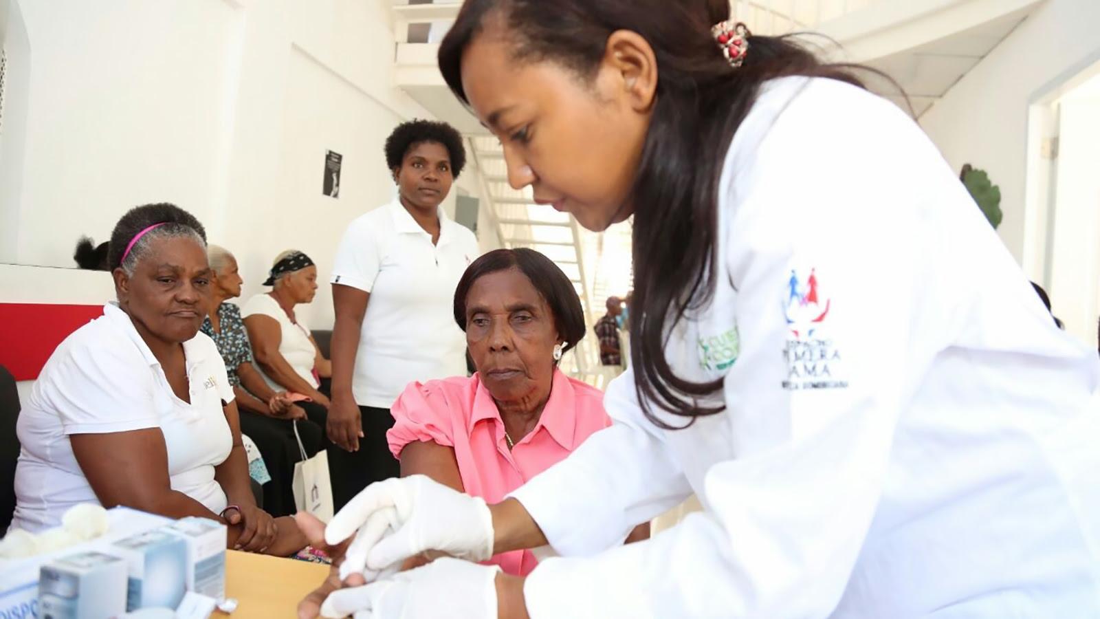 Envejecientes de La Ciénaga, Los Guandules y El Dique reciben atenciones médicas