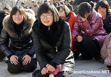 Mujeres norcoreanas llorando