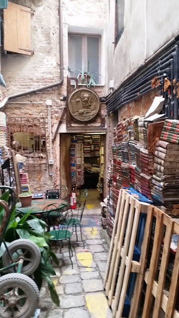 side entrance acqua alta bookshop