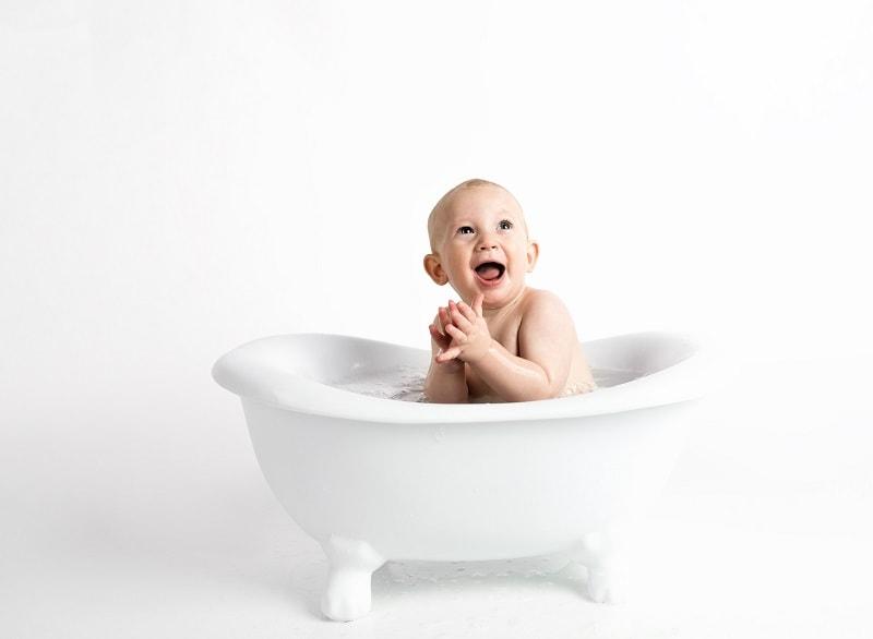 الاهتمام بنظافة الطفل حديث الولادة بشكل عام