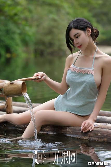 Hot girls Beautiful sexy girls bathing in the river
