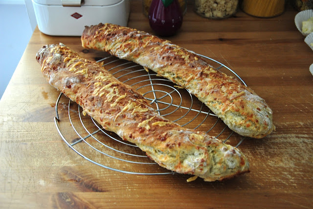Frisch aus dem Ofen: Parmesan Oregano Baguette