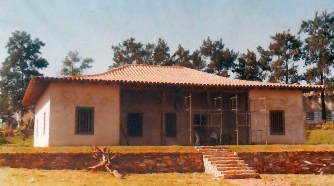 Reprodução fiel de uma casa bandeirante, erguida na propriedade da Pirelli em Sumaré, São Paulo, com técnicas de telhado resgatadas por Sneiders.