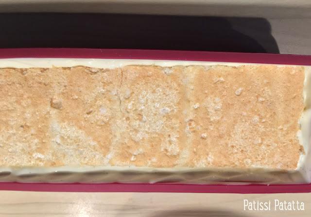 recette de bûche vanille, ananas et caramel, buche ananas et vanille, bûche ananas et caramel, buche de noël maison, bûche mousse, glaçage miroir, caramel beurre salé, crème ananas, mousse vanille, tuto buche, comment faire une bûche mousse, bûche légère,