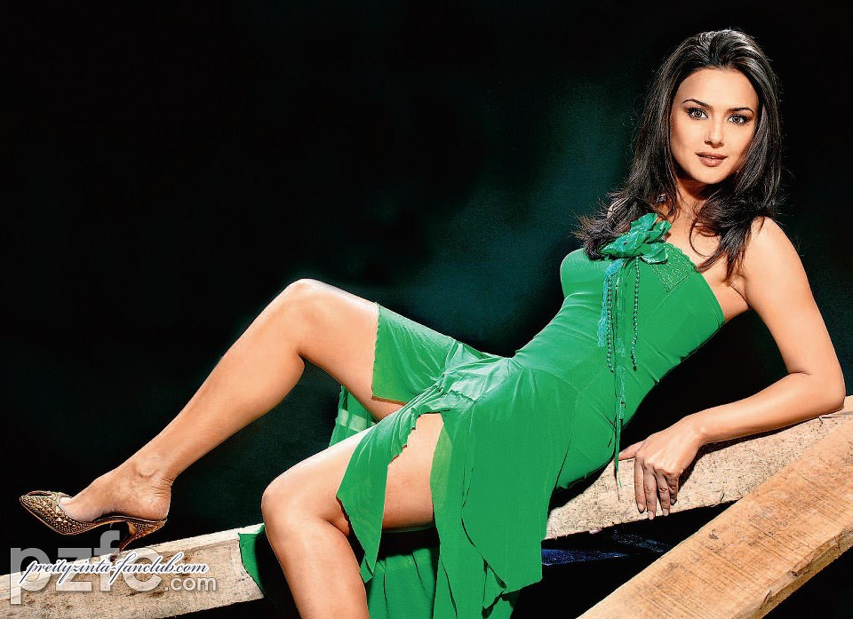 Preity Zinta thunder thighs, Preity Zinta thighs pics, Preity Zinta sexy legs, Preity Zinta in high heels, Preity Zinta sandals pics, Preity Zinta in sexy green dress, Preity Zinta in tight dress