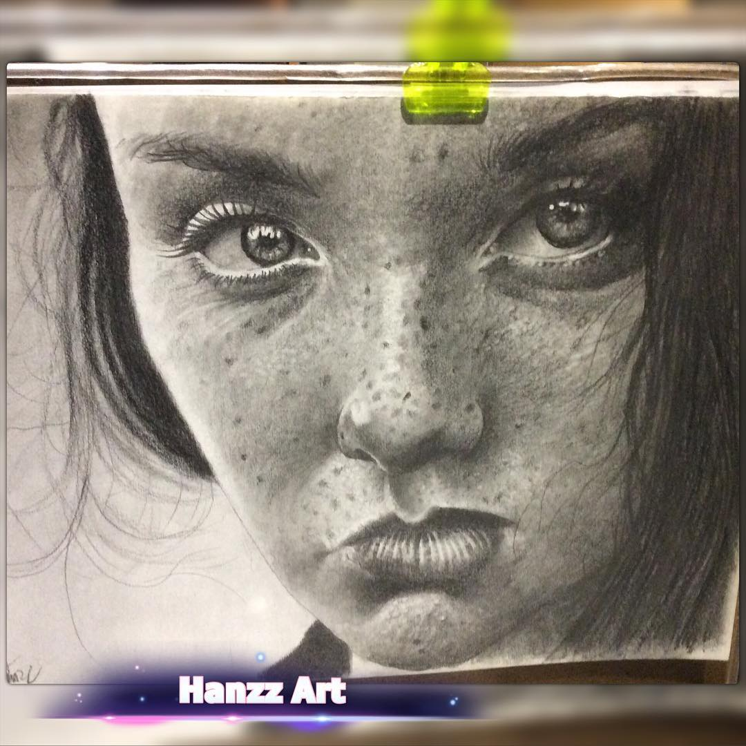 09-Hans-Deconinck-Hanzz-Art-Everyday-People-Illustrated-with-Realistic-Drawings-www-designstack-co