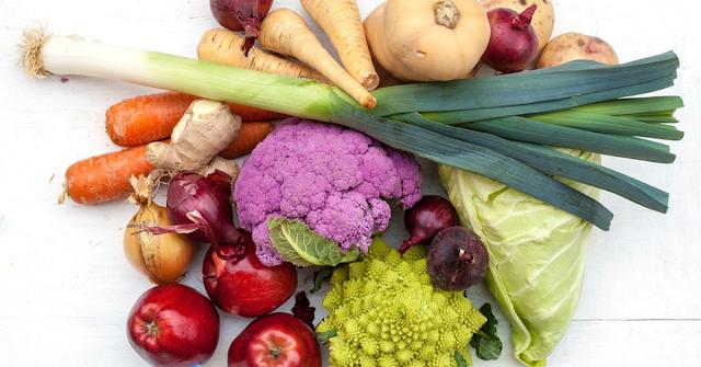 Dieta latem. Co jeść, a czego unikać?