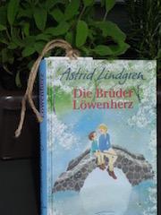 http://samtpfotenmitkrallen.blogspot.ch/2016/04/rezension-die-bruder-lowenherz.html