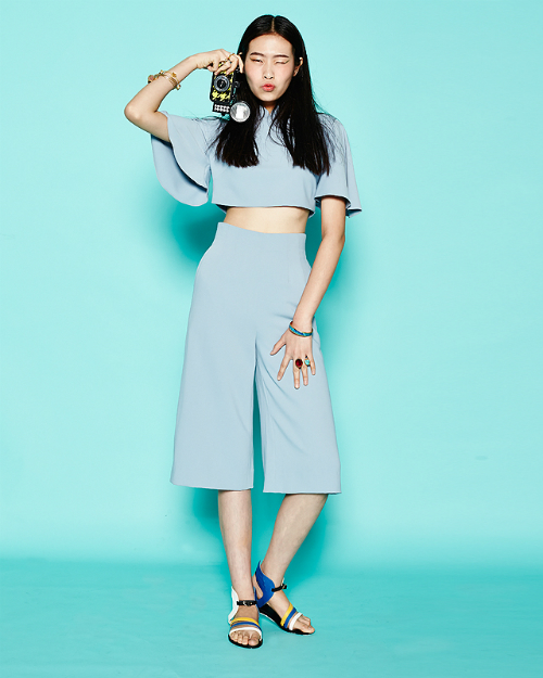257503803 CHEONGSAM TOP & CROPPED PANTS + PLATFORM SANDALS How to look leggy, sans  heels? A pair of high-waisted cropped pants can elongate your torso when  matched ...
