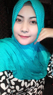 Cara memakai jilbab pashmina sifon bunga