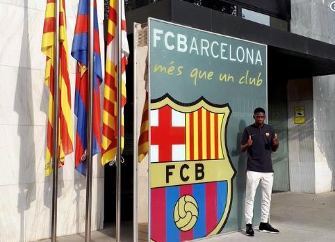 Cầu thủ đắt giá thứ 2 thế giới tươi rói đến Barca 5