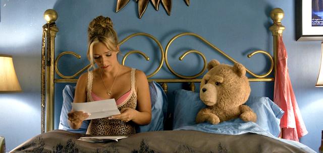 Ted alături de noua lui mireasă, Tami-Lynn (Jessica Barth)