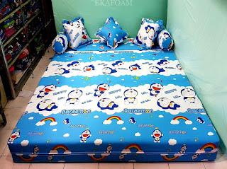 Sofa bed inoac motif NEW DORAEMON saat difungsikan sebagai kasur