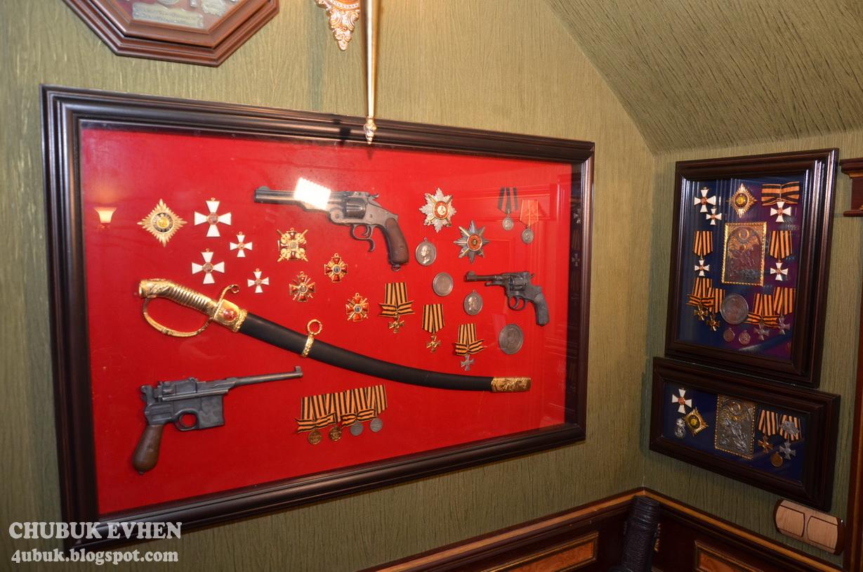 Дом экс-генпрокурора Пшонки поражает количеством икон и позолоты (фото, видео)