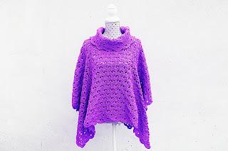 Imagen del poncho lila a crochet