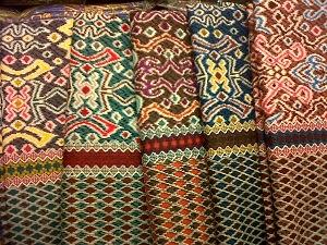 Aneka kain batik dengan berbagai corak dari produsen batik terkemuka  seperti Solo 8278915ec7