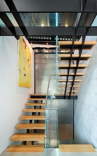 10 hermosas escaleras de madera colores en casa - Escalera dos tramos ...