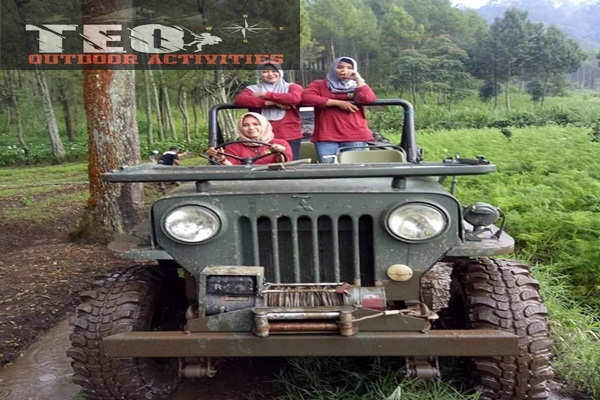 naik jeep wiliys keliling kota batu
