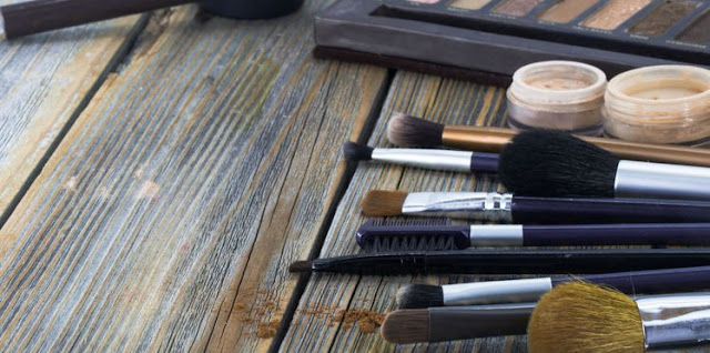 How to properly sort and clean your makeup?