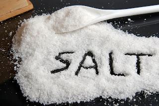 Οι 8 πιο αλμυρές τροφές που ανεβάζουν την πίεση