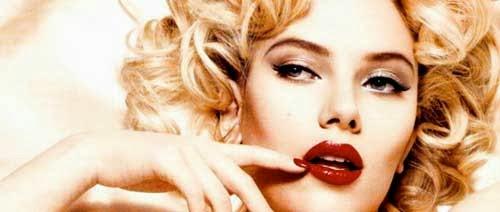 Scarlett Johansson anunciando pintalabios