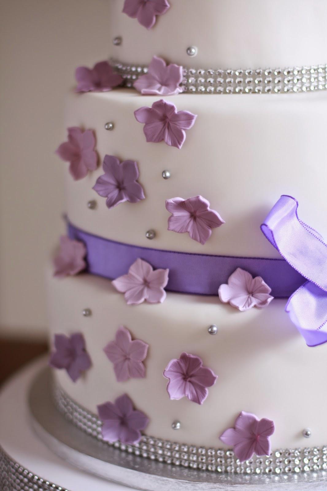 Feines Handwerk Flieder Lila Hochzeitstorte