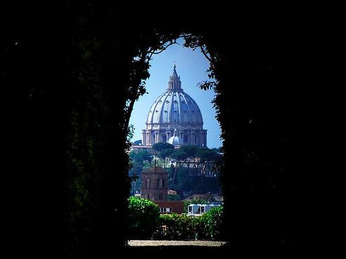rome key hole vatican cupola