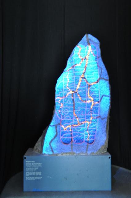 Ekspozycja kamienia runicznego w muzeum w Randers