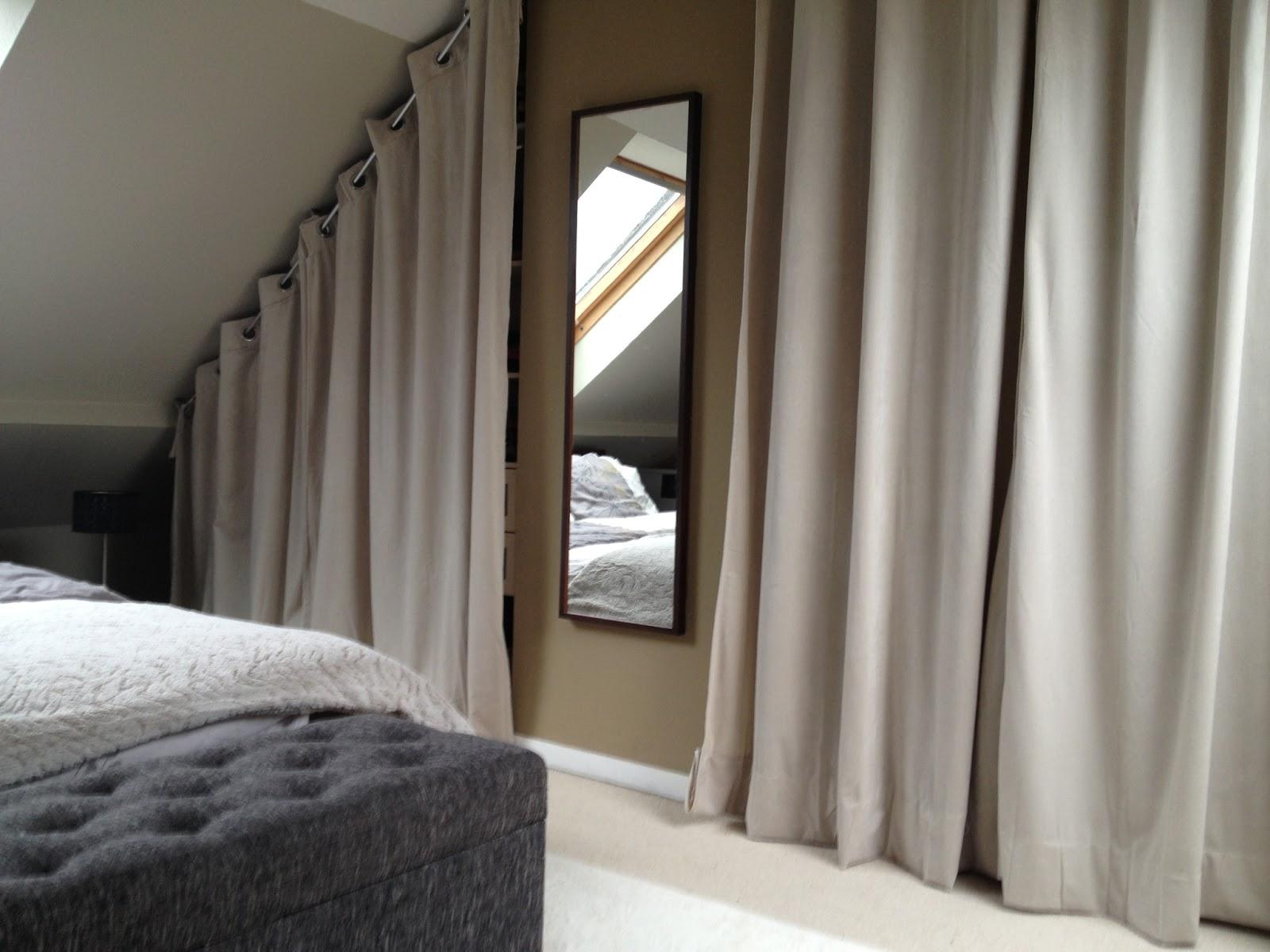 dressing sous pente avec rideaux et autres d co dressing le cheminement de ma r flexion ben. Black Bedroom Furniture Sets. Home Design Ideas