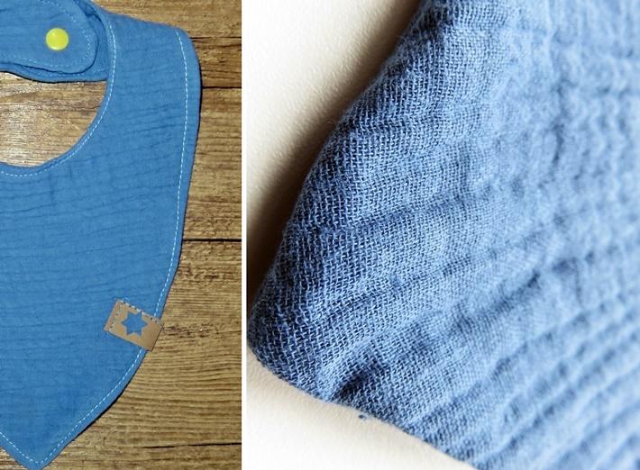 Blaues Baby Laetzchen aus Musselin mit Druckknopf