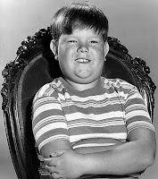 Fotografía de Pugsley Addams, el niño obeso de los Addams interpretado por Ken Weatherwax