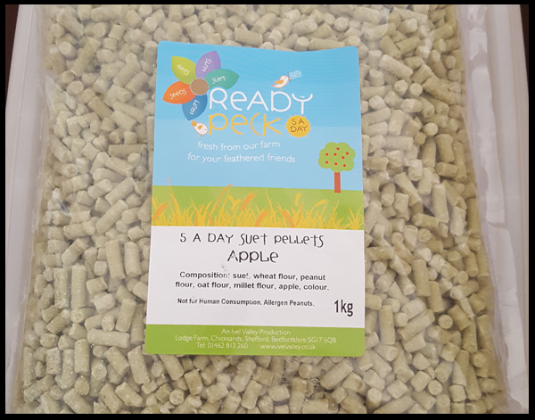 Suet Pellets - apple flavour to encourage birds in the garden